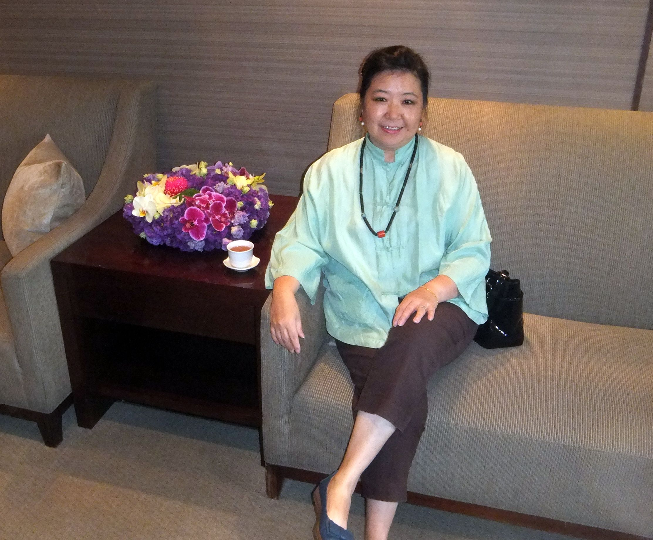 傅依萍 女士